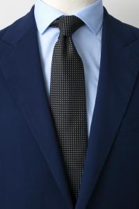 Cravate en soie noire à petits pois