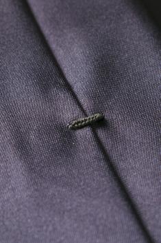 Cravate fine en soie grise