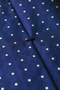 Cravate en soie bleue à pois blancs