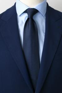 Cravate en soie bleu marine triangle